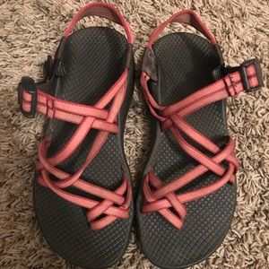 Chaco beet/pink color size 7